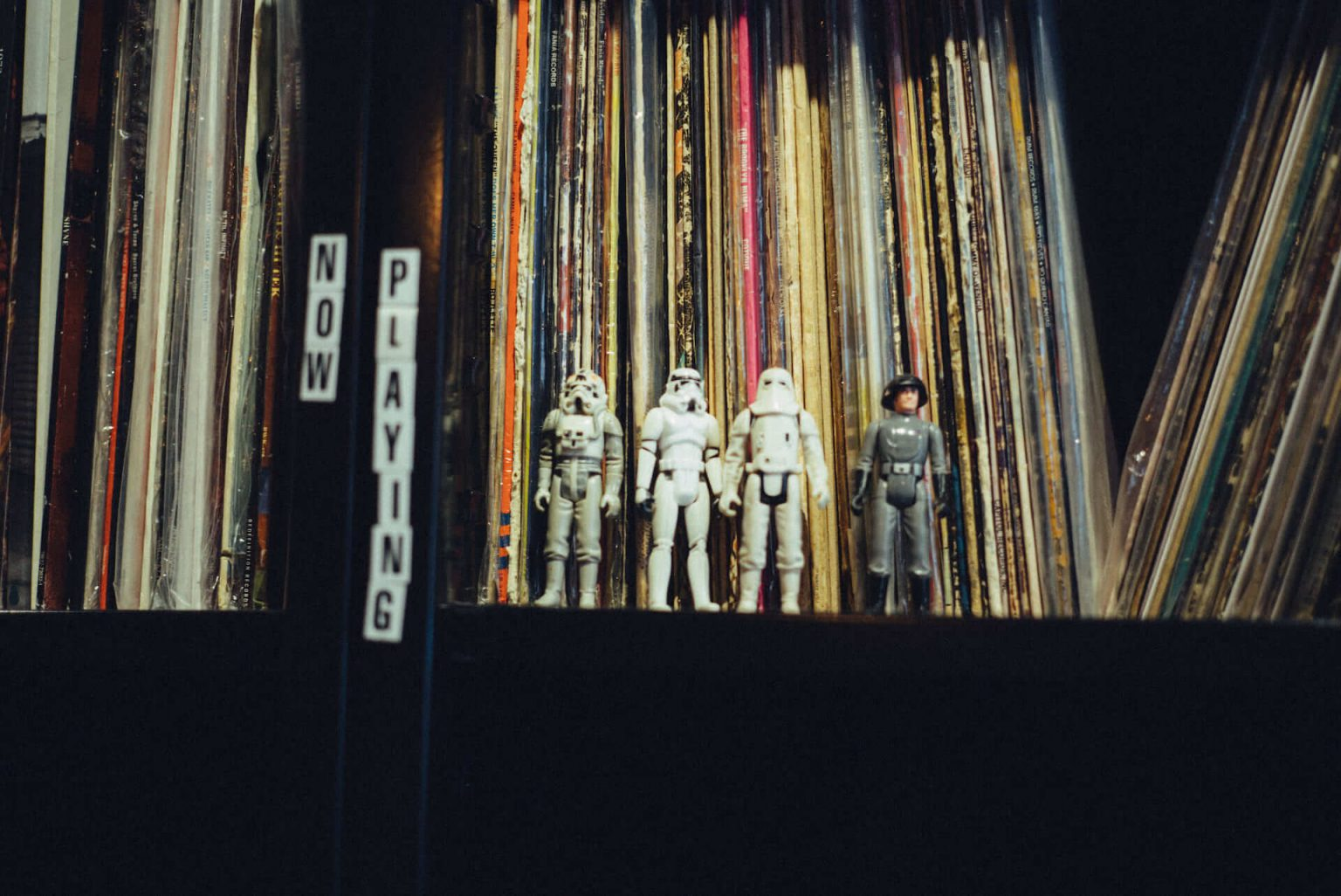 """アナログレコード専門レーベル「Greenway Records」オーナーの""""打ち合わせ場所、アイデアの棚、息抜きドーナツ屋、最近のベニュー"""""""