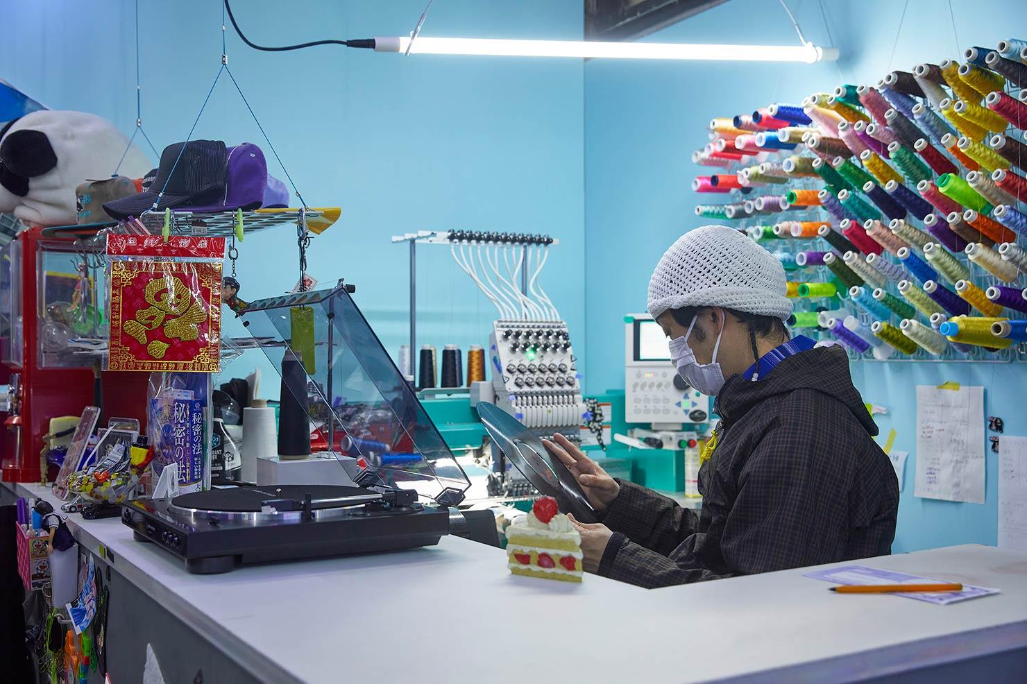 葵産業が送るBluetoothターンテーブルのある生活
