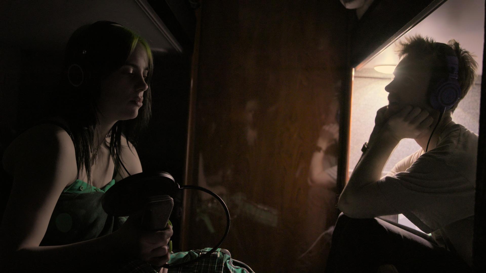 ビリー・アイリッシュやテイラー・スウィフト、エイミー・ワインハウスなど|女性アーティストのドキュメンタリー作品5選