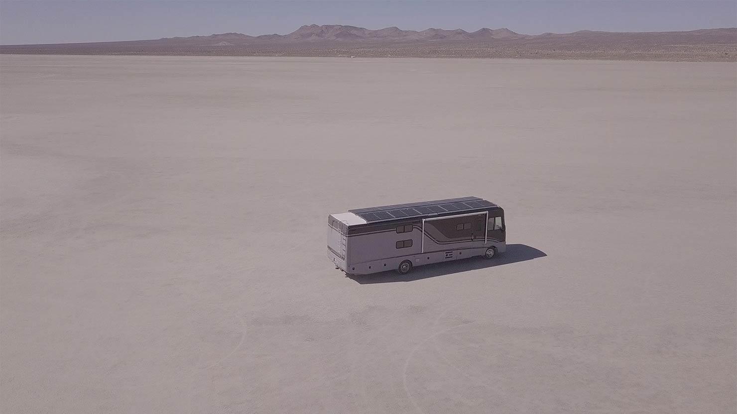 ミュージシャンのノマドな音楽製作。砂漠の真ん中、ソーラーレコーディングスタジオ「LAGOODVIBE」