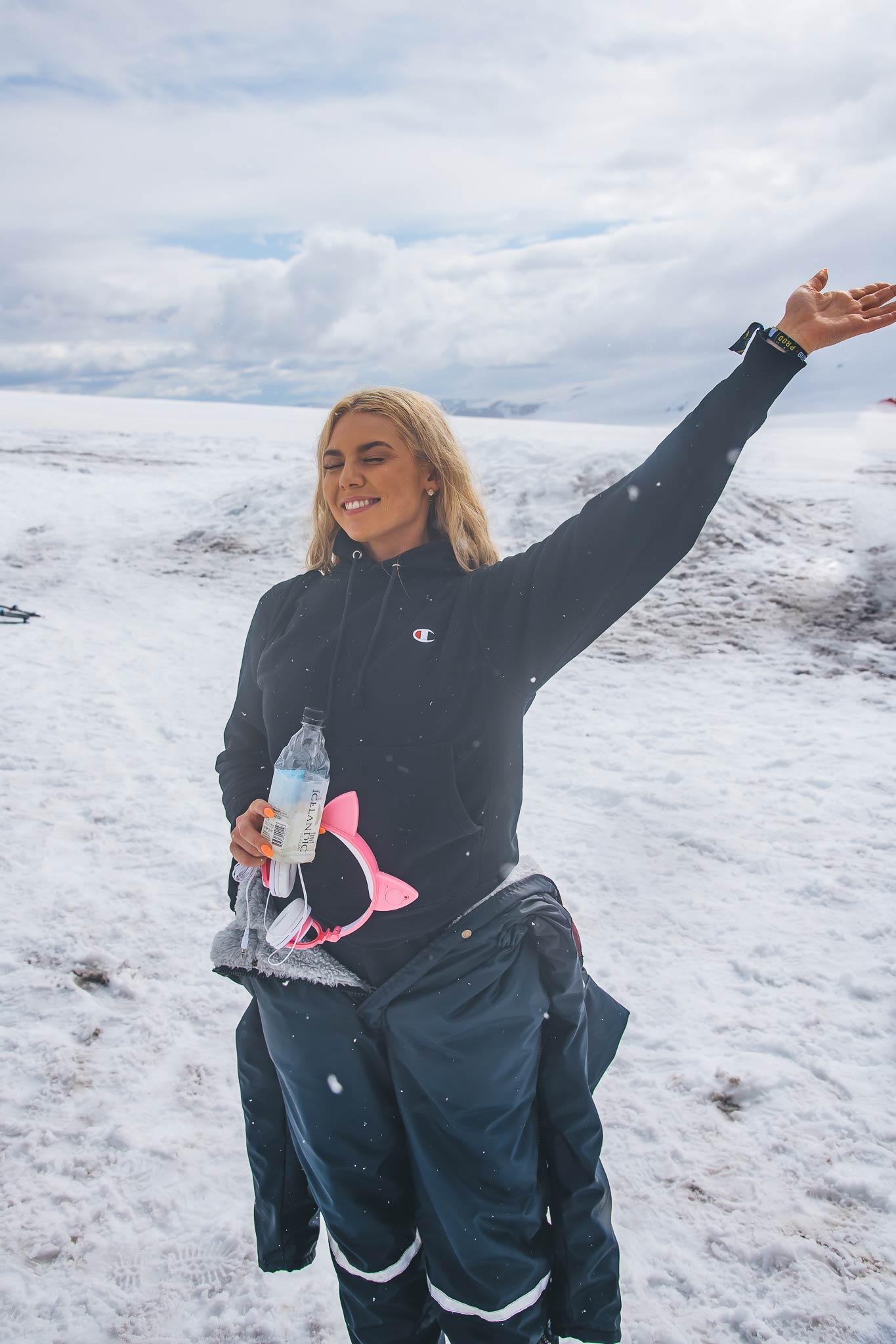 アイスランドの天然氷河水と地下水