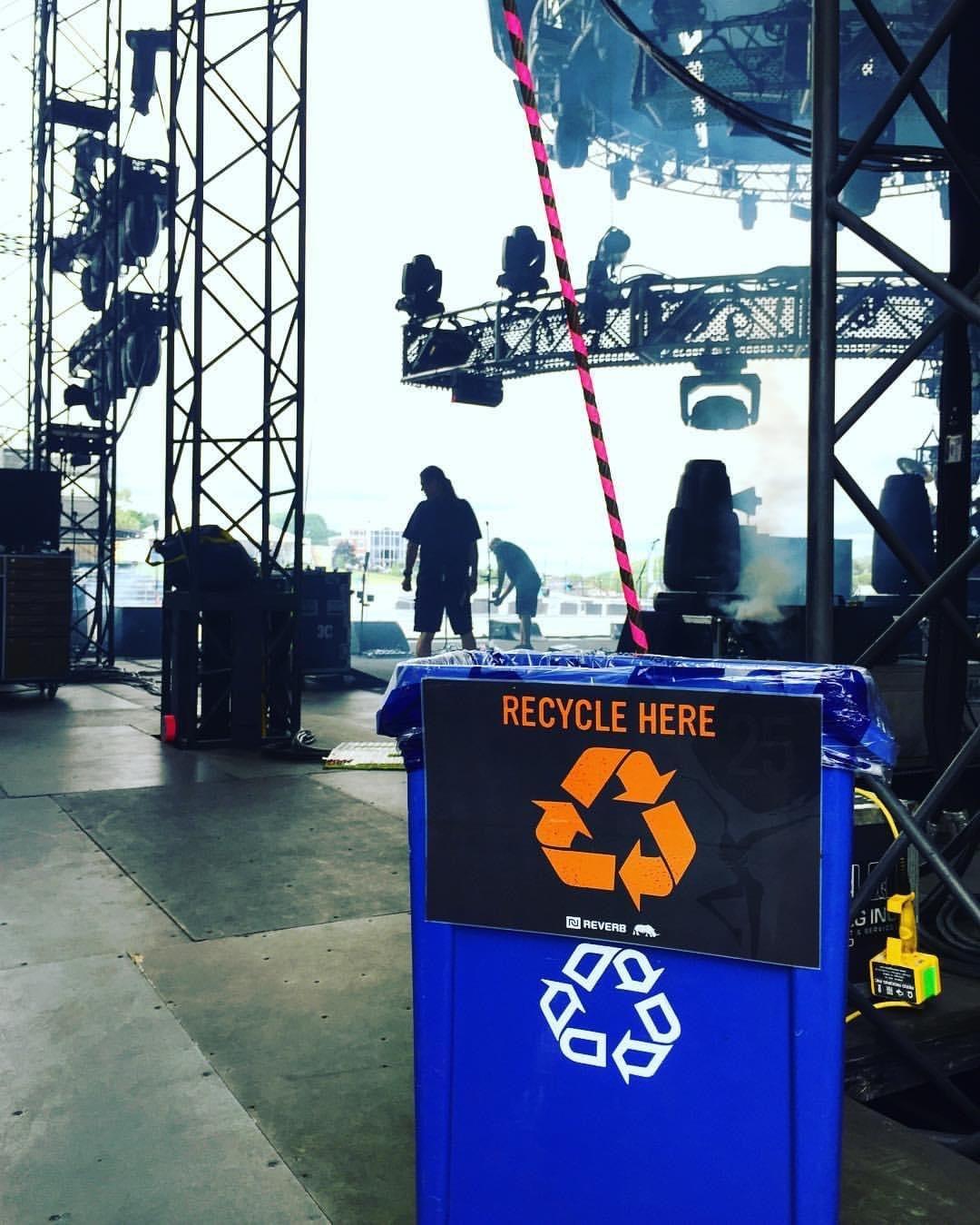 ステージ裏のリサイクルボックス