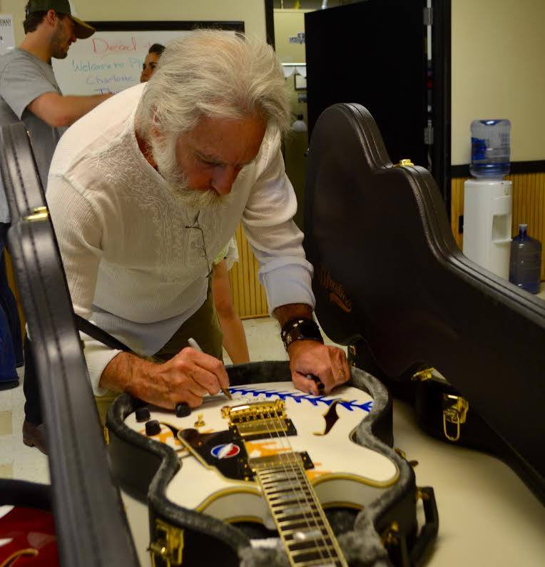 Grateful Deadの創立メンバーで現Dead & CompanyのBob Weir。