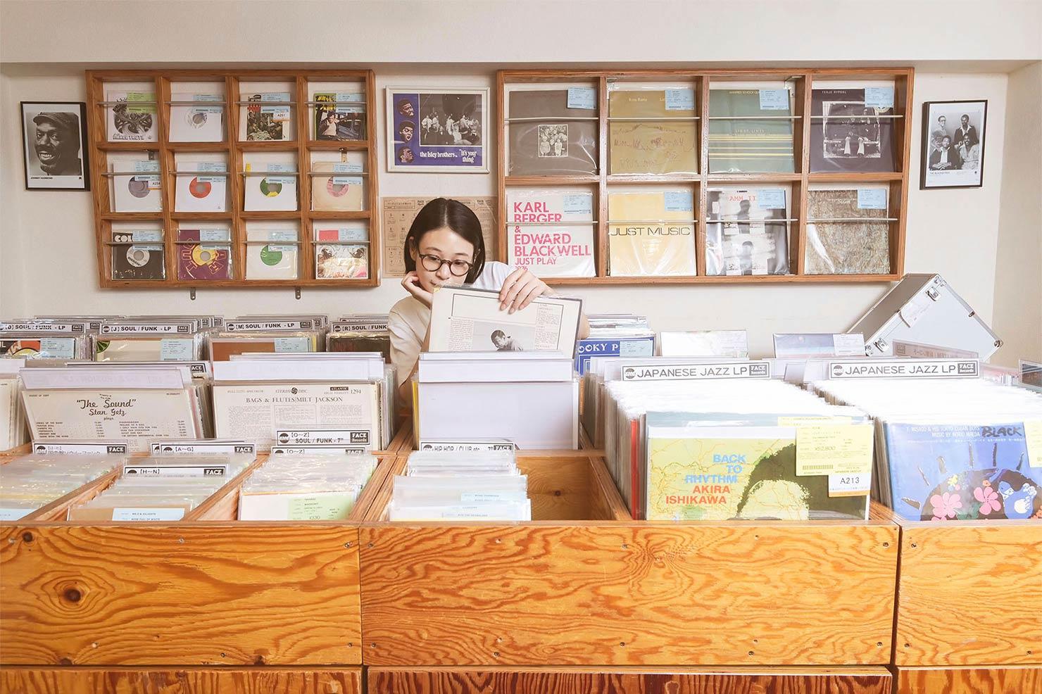 miuさん、今日はどんなレコードを選ぶのだろうか