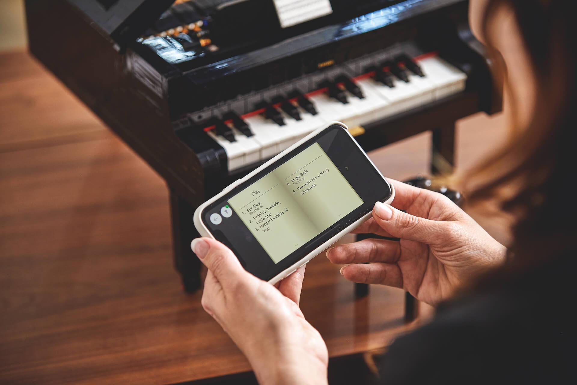21323_Lifestyle_12 ポップカルチャーアート作品や音を奏でるグランドピアノも!インテリアとしても楽しめる大人に向けた「大人のレゴ」
