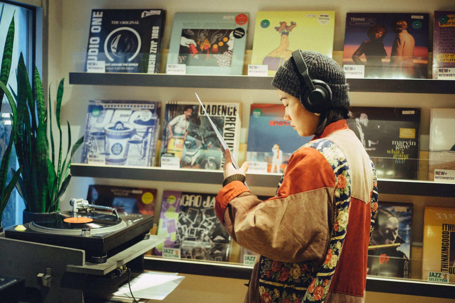 12_4220_AT_TTL-1440x962 1999年、NYC・大学寮の一室で始まったレコードショップの現在。すべてのDJに開かれた店「Turntable Lab」