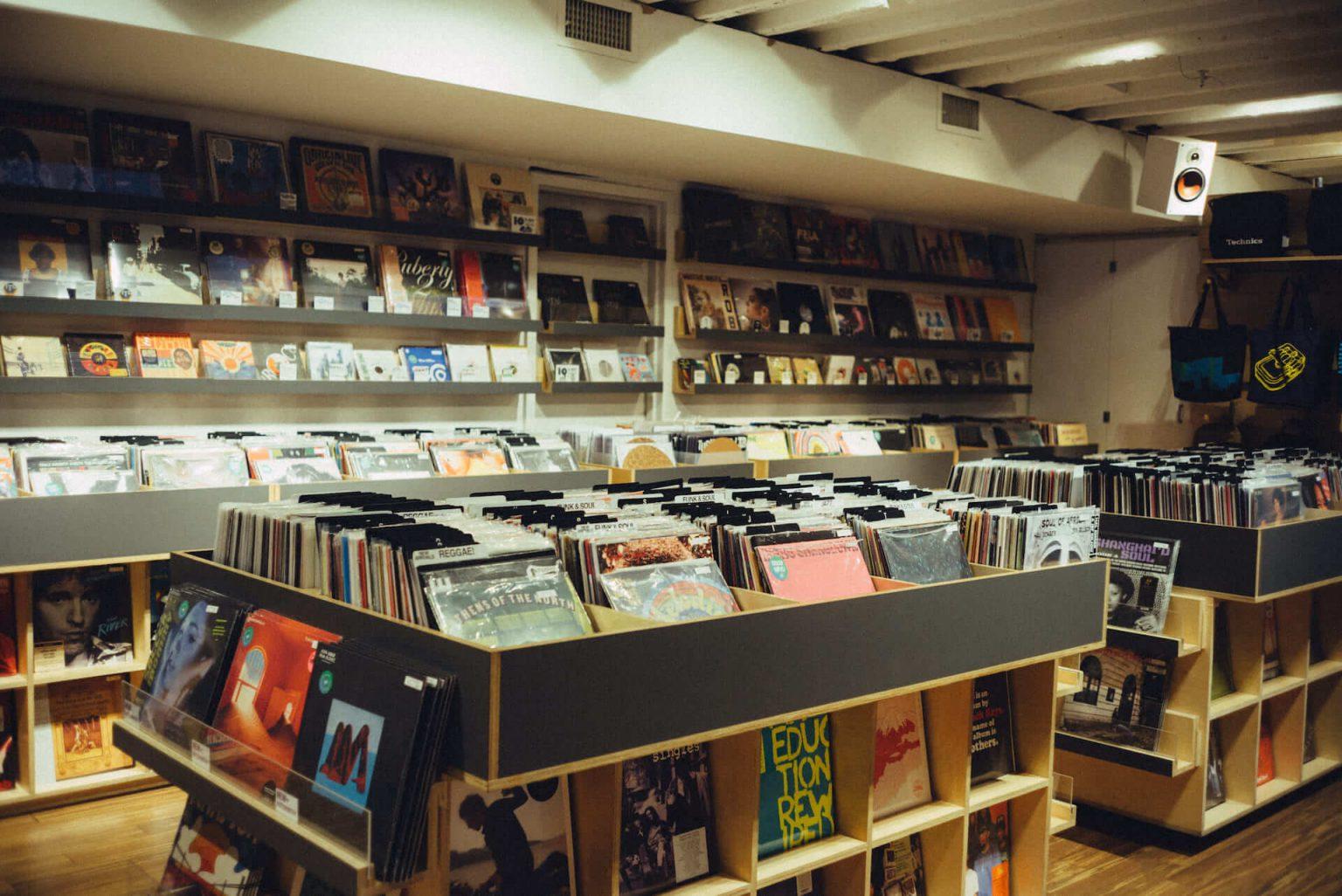 4_720_AT_TTL-1440x962 1999年、NYC・大学寮の一室で始まったレコードショップの現在。すべてのDJに開かれた店「Turntable Lab」