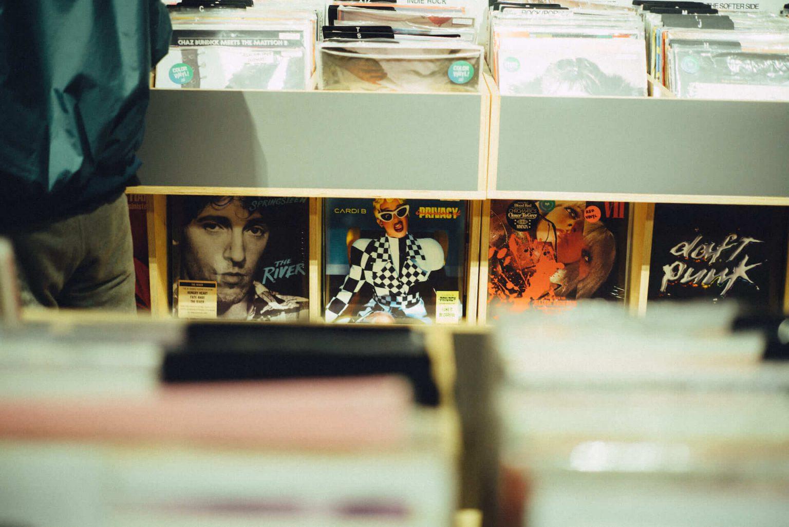5_4320_AT_TTL-1440x962 1999年、NYC・大学寮の一室で始まったレコードショップの現在。すべてのDJに開かれた店「Turntable Lab」