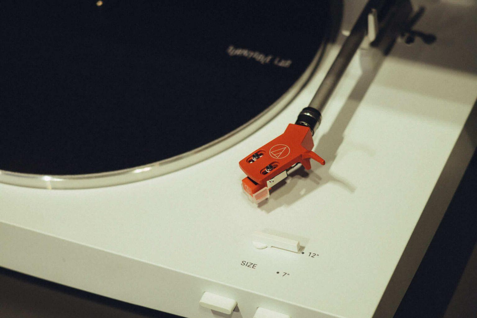 6_2620_AT_TTL-1440x962 1999年、NYC・大学寮の一室で始まったレコードショップの現在。すべてのDJに開かれた店「Turntable Lab」