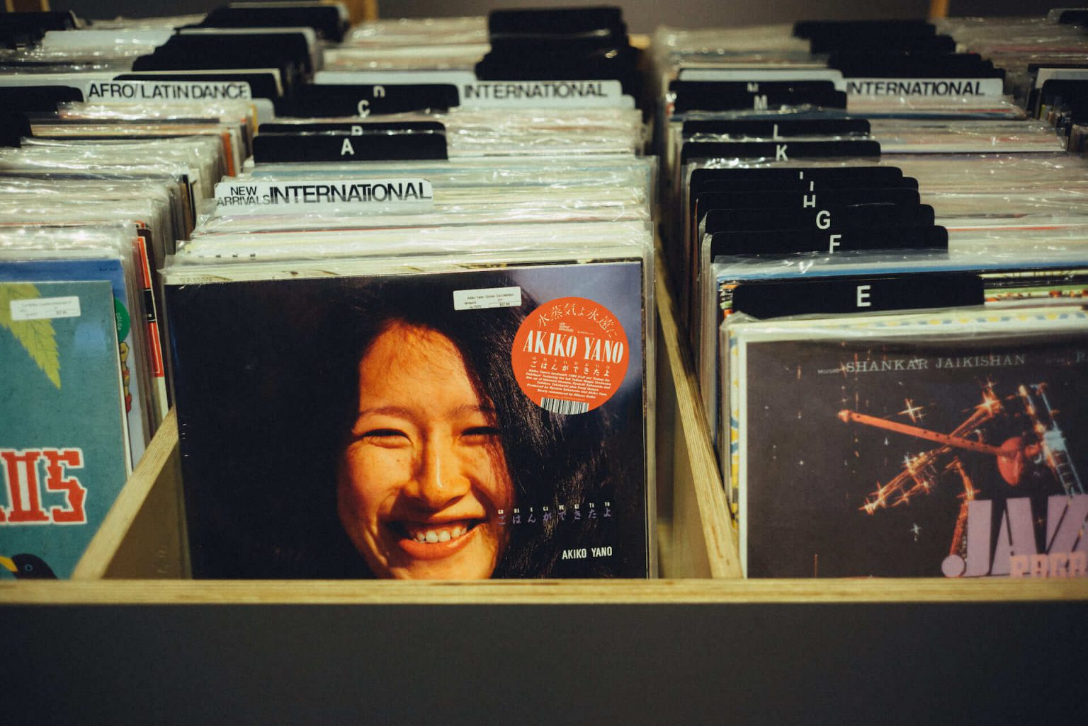 8_2120_AT_TTL-1440x962 1999年、NYC・大学寮の一室で始まったレコードショップの現在。すべてのDJに開かれた店「Turntable Lab」