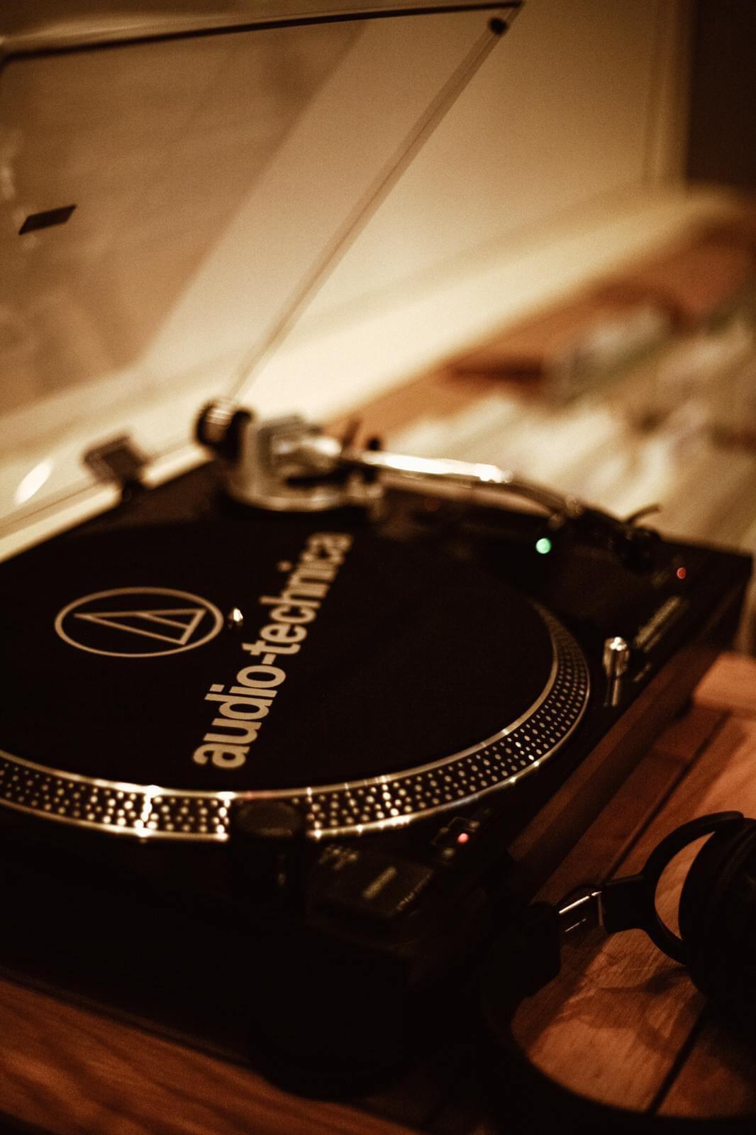 LZPM3816 Café Artum――バーミンガムのミュージックラバーズから親しまれるカフェ/レコードショップ